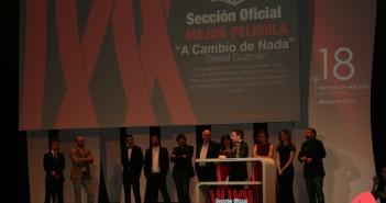 Daniel Guzmán recogiendo uno de los premios