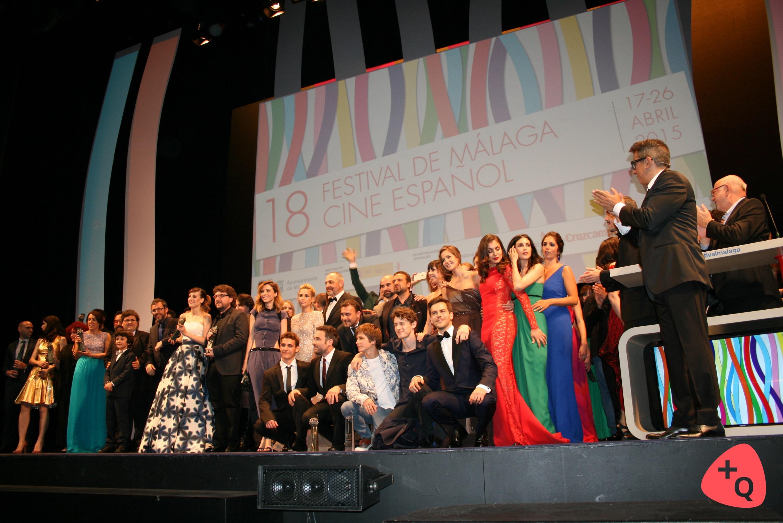 Todos los premiados y entregadores de premios en el escenario (©Paloma Martos)