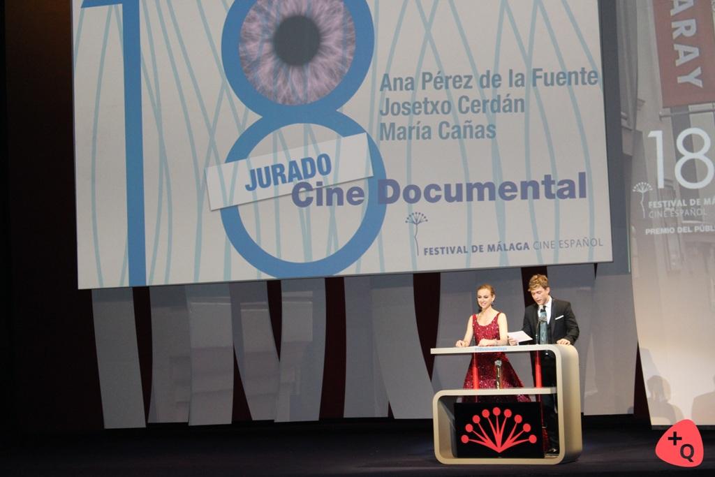 Marta Hazas y Pablo Rivero, entregando un premio a la Sección de documentales (©Paloma Martos)
