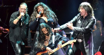 Thomas Vikström, Michele McCain, Tommy Heart y guitarrista (© 2015 Juan Antonio Ortiz)