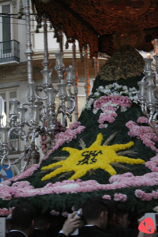 Manto de flores de María Santísima de las Penas (© 2016 Alicia Martín)