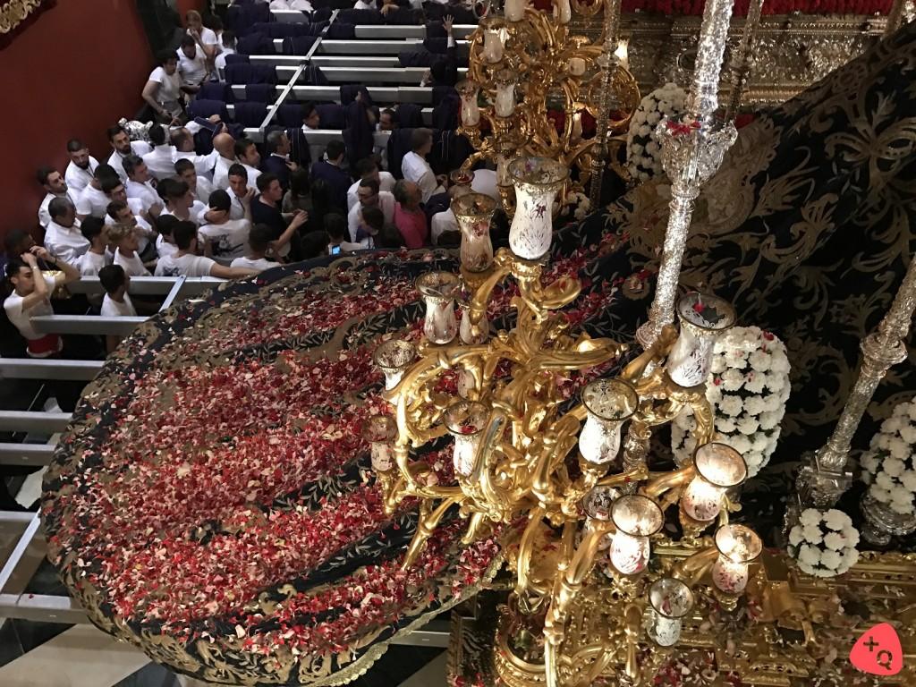 Manto de Nuestra Señora de la Concepción tras su encierro