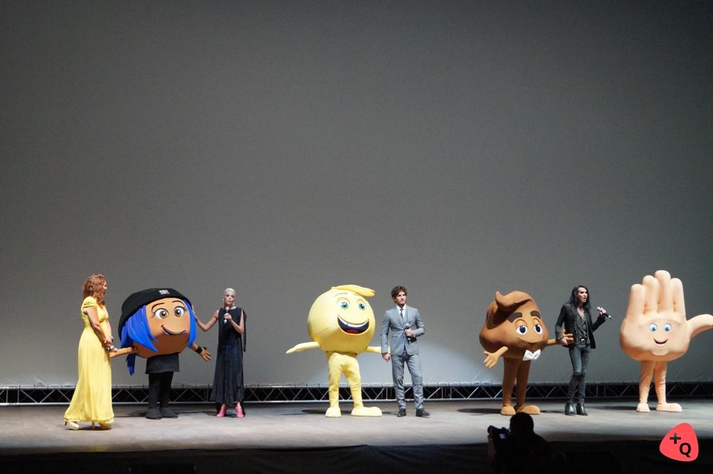 Macarena Gómez, Quim Gutiérrez y Mario Vaquerizo junto a sus emojis (© 2017 Rubén Jáñez)